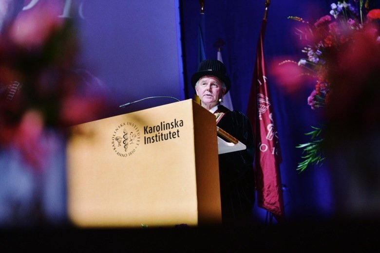 Photo of Ole Petter Ottersen during his welcome speech.